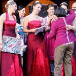 Carla Wilkes verabschiedet sich von Weinkönigin Miriam, Annika und Carolin