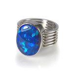 Ring in Platin mit exklusivem Opal