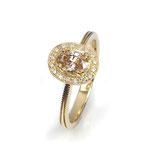 Zarter Ring in Roségold mit naturfarbenem, ovalen Diamanten