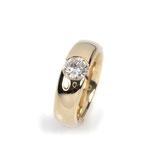 """Geradliniger """"Spann""""-Ring in Rotgold mit großem Brillanten"""