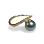 Ring in Gelbgold mit Tahiti-Perle und Vollschliff-Brillanten
