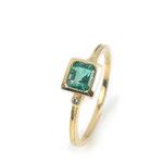 Klassischer und eleganter Ring in Gelbgold mit schönem Smaragd und Brillanten