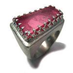 Ring in Silber mit großem, rosafarbenem Turmalin