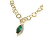 Collier in Gelbgold 750/000 mit schönem Smaragd-Navette