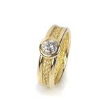 Ring in Gelbgold 750/000 mit Kordierung und Ein-Karäter