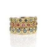 Ringe in Gelbgold mit bunten, naturfarbenen Saphiren