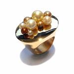 Ring in Roségold mit unterschiedlichen, naturfarbenen Akoja-Zuchtperlen