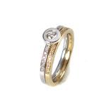 Zwei Memoire-Ringe in Weiß- und Gelbgold mit Brillanten