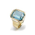 Opulenter Ring in Gelbgold mit herrlichem Aquamarin