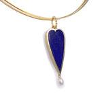 Lapislazuli-Herz mit kleiner Perle in Gelbgold als Anhänger