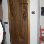 Porta in stile rustico in noce massello