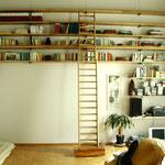 Libreria e scala scorrevole in rovere