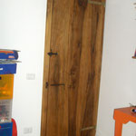 Porta rustica in noce massello