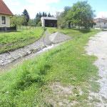 Mödringbach, im Bereich der Brücke zum Anwesen der Familie Kohl  fotografiert am 07.08.2012, gegen 14:00. Man sieht, dass nicht mehr viel gefehlt hat dass der Bach über seine Ufer getreten wäre