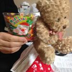 金石百恵サンタからくまのぬいぐるみのプレゼント!仮設住宅のあの子の願いに贈られました!サンタさん(人''▽`)ありがとう☆