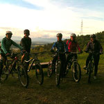 Wir trotzen dem kalten Wetter und werden mit einem Sonnenuntergang belohnt! Biken macht glücklich!