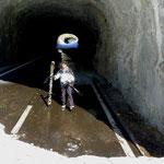 immer wieder Tunnel der Passstrasse zu passieren