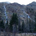 links der lange Schlauch des Sentiero di Trol
