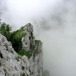 Nebelfetzen umzingeln den Südgrat