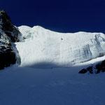 die 2 kleinen schwarzen Punkte am Anfang des steilen Eises sind wir:-)