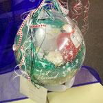 Die Hochzeit, zu der dieser Ballon hergestellt wurde, fand um Weihnachten statt: Deswegen die ungewöhnlichen Farben. Just Married, innenliegende Herzballone und verarbeitete (Kunst)rosen, Herzchenband und Herzkonfetti schlagen den Bogen: € 20,- bei Abhole