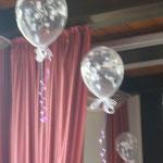 Detailansicht aus der Dekoration ein Bild zuvor; Teil einer Saaldekoration auf Burg Wassenberg 2012, Preis pro Ballon bei Abholung: ChristalClear Tauben: € 3,-
