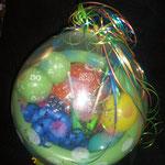 Geschenkballon zum Geburtstags: Happy Birthday, 50 und der Eigenname der beschenkten Person sind verwirklicht. Ein Geldbetrag wurde im Ballon überreicht. Der Ballon rechts hierneben isr derselbe...