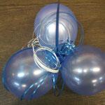 Ballongewicht an einem (aus dem Bild ragenden) Heliumballon. Im Gewicht ist das zu verschenkende Geld versteckt. Heliumballon 30 cm bedruckt: € 3,-; Gewicht: € 2,- >> Komplettpreis nur € 5,-!