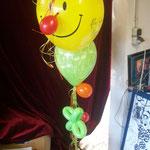 Smiling Face-Balloon, individuell angepasst und mit anderen Ballons zum Ballonstrauß vereint: € 15,-