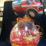 Geschenkballon zum Austritt aus dem Berufsleben - als Feuerwehrmann. Ein zusätzlicher Heliumballon rundet das Geschenk ab: € 20,- inkl. Feuerwehrwagenballon