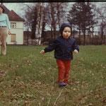 Brigitte Weinkauf mit Sohn Robert. Ostern 1970.
