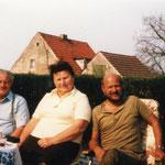 Werner Liersch mit den Herbergseltern Emmy und Martin Zeisberg. 70er Jahre.