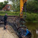 1 mei: een horizontale balk wordt vastgelast...