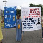 Lourdes - rassemblement ignatien 2006, avec 2 soeurs indiennes NDF.