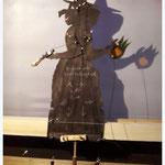 ...Kräuterfrau mit Januskopf zum hin und her sehen, sowie beweglichen Armen.