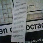 Pequeño cartel explicando los motivos de la huelga.