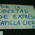 Cartel exigiendo libertad de expresión y el cierre de la capilla.