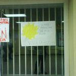 Detalle de cartel invitando a la huelga.