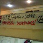 Cartel anarquista exigiendo la readmisión de personal supuestamente despedido.