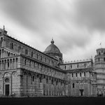 Der schiefe Turm von Pisa nach einem Gewittersturm