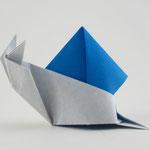 カタツムリ2018その1 Snail 2018 1.st。2018/4/30創作。折正方形一枚。
