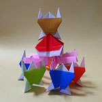 みこし と かつぐ人 Mikoshi and arrier みこし2019/7/13創作。正方形3枚。 かつぐ人7/10創作。正方形1枚。