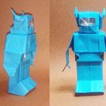 レトロボ1号 Retro robot model1。2017/07/10創作。正方形3枚。