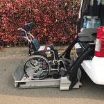 標準車椅子 リフト昇降