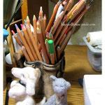 Кстати, а это мои любимые пастельные карандаши, я без них никуда: просто рисую, использую в прорисовке лиц куколкам и т.д.