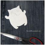 Нам нужна джинсовая ткань :) Выкройку котика сделать очень просто, у меня они всегда несколько разных размеров, потому что обычно я рисую котиков сразу на ткани, без выкройки, но для вас сделала образец. Его можно увеличить до любого нужного вам размера ;