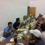 Buena comida entre amigos