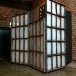 paravent im industriefensterlook für eine eventhalle