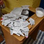 Japanische Zeitung für den alten Nähmaschinentisch