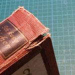 Eingerissene Buchdecke